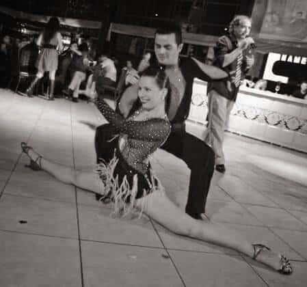 ללמוד לרקוד כמו מנהלי דאנס קונטיננטל בריקוד לטיני במופע פרטי