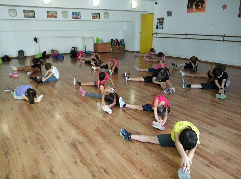 אימון כושר של רקדנים במחנה קיץ לריקודים סלוניים ולטיניים