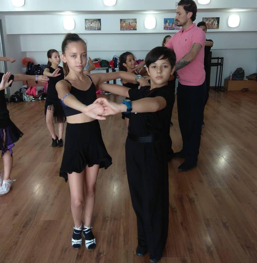 רקדני סדנאות ריקוד של מורה לריקוד מחו''ל