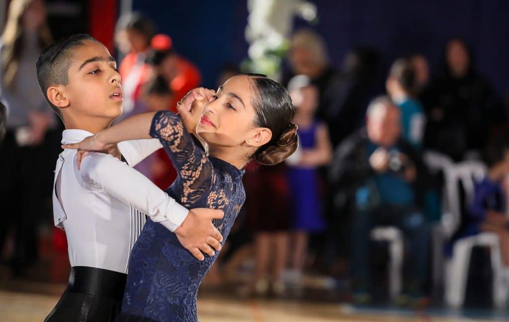 ריקוד תלמידי דאנס קונטיננטל בפסטיבל ריקודים סלוניים ולטיניים במודיעין