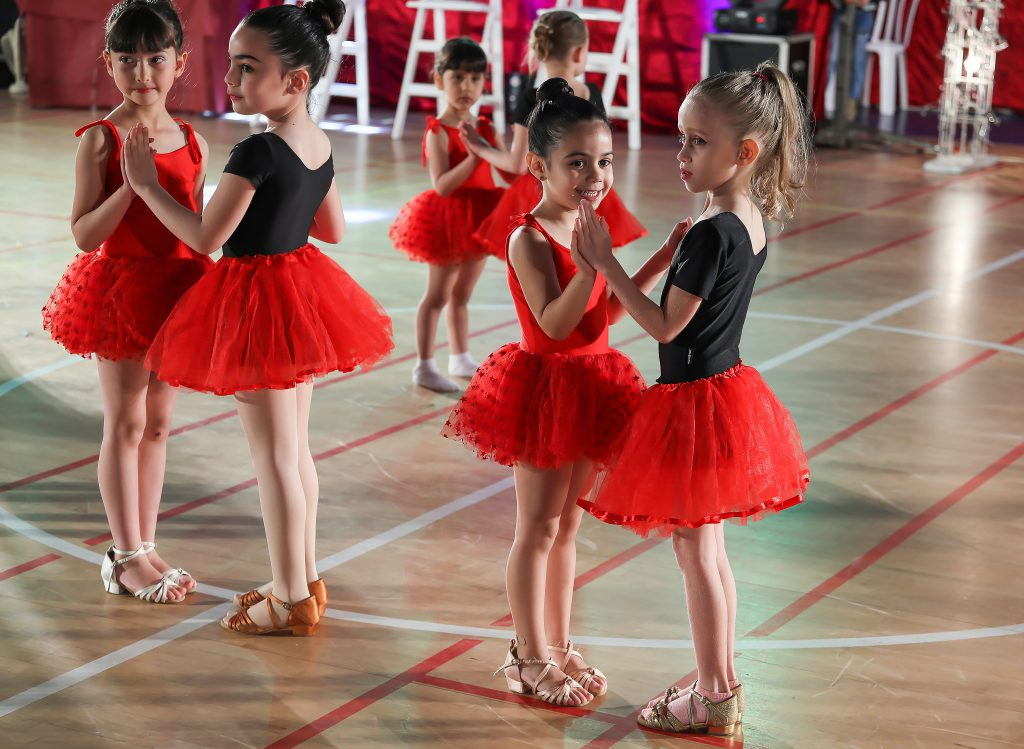 מופע רקדניות של חוג מחול ותנועה לגיל הרך