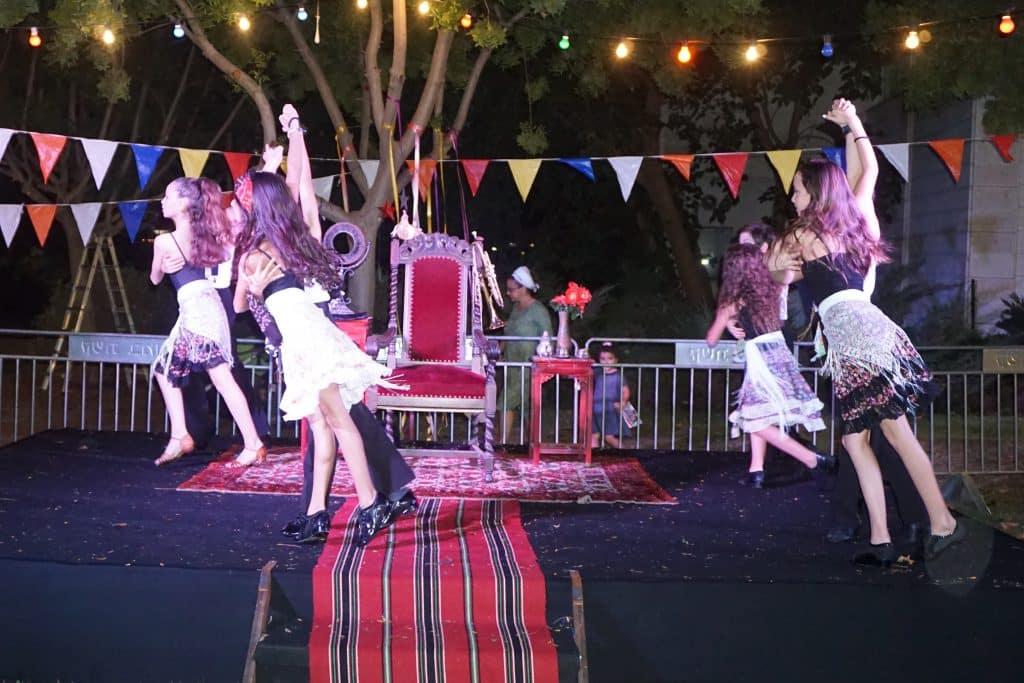 צוות בידור של מופעי ריקוד לאירועים בריקוד לכבוד יום הולדת