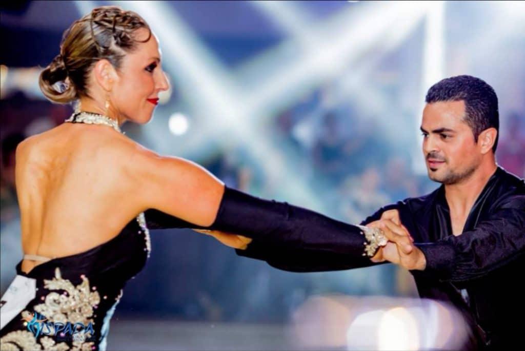 רקדנית חובבנית שהגשימה חלום לרקוד ריקודים סלוניים ולטיניים עם רקדן מקצועי אבי צור