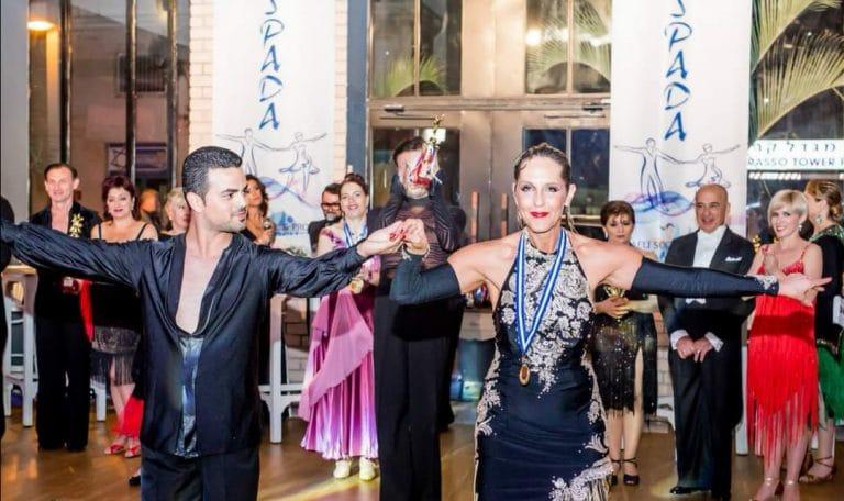 תלמידה שהגשימה חלום לרקוד עם כוכבים וזוכה בתחרות ריקודים סלוניים ולטיניים עם רקדן מקצועי אבי צור