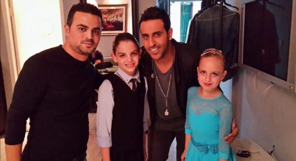 כוכבי מופע ריקודים להפקת טלוויזיה עם דודו אהרון