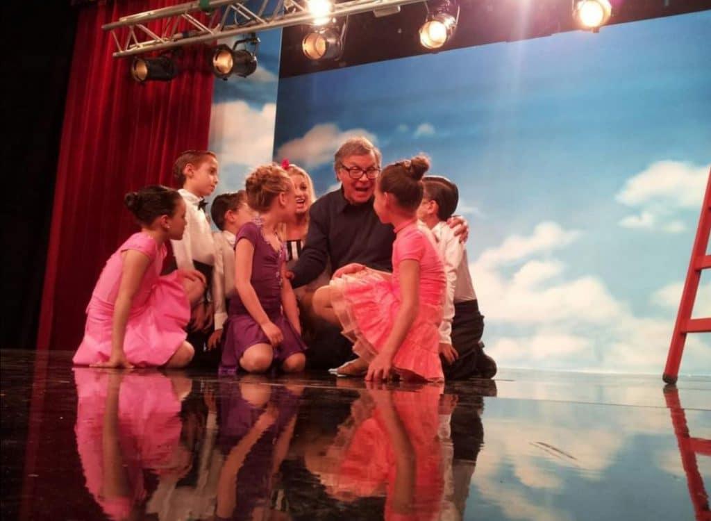 מופעי ריקוד להפקות טלוויזיה בבימוי צדי צרפתי והשתתפות תלמידים הצעירים של דאנס קונטיננטל
