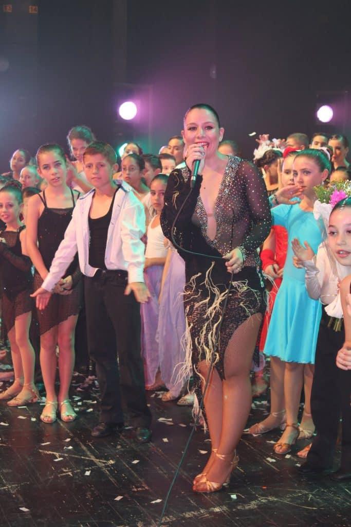 אירה צור ותלמידי דאנס קונטיננטל במופע ריקודים סוף שנה