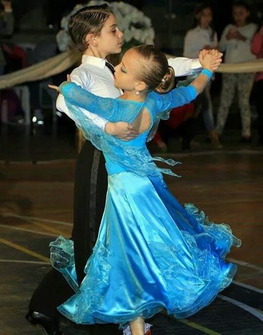 תלמידי חוג ריקודים סלוניים ולטיניים לילדים בתחרות ארצית