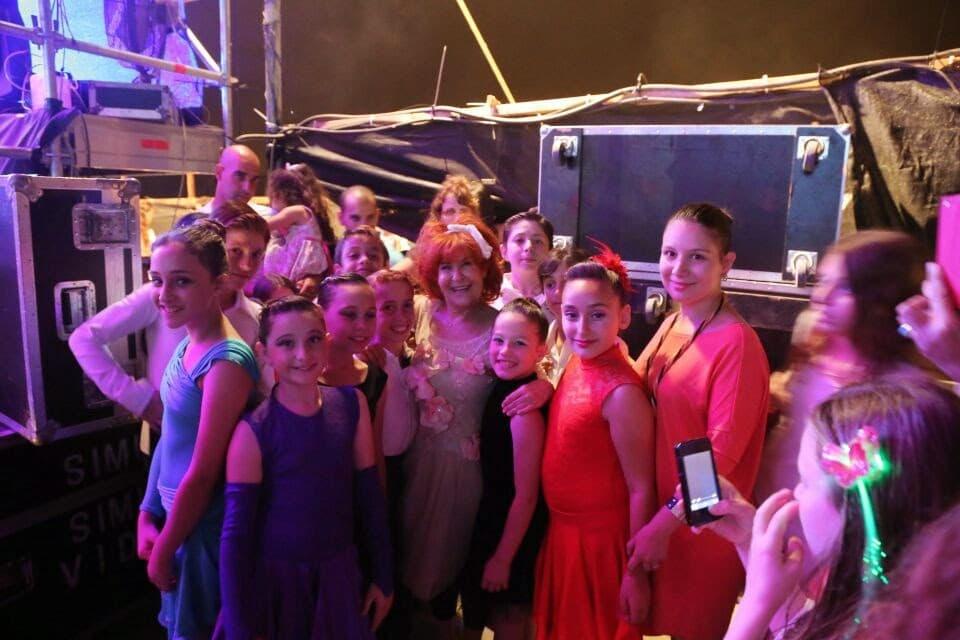תלמידי דאנס קונטיננטל במופע ריקודים עירוני לכבוד יום העצמאות