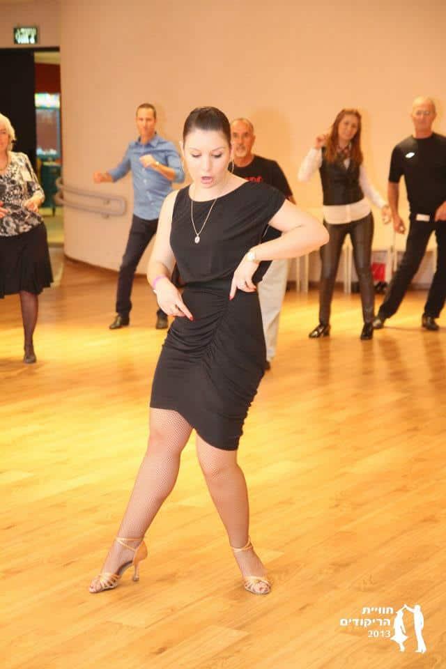 אירה צור ודאנס קונטיננטל בחוג ריקודים סלוניים ולטיניים למבוגרים